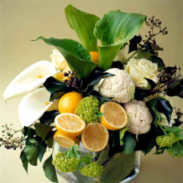 15 colorful floral arrangements with lemons creating Floral arrangements with fruit