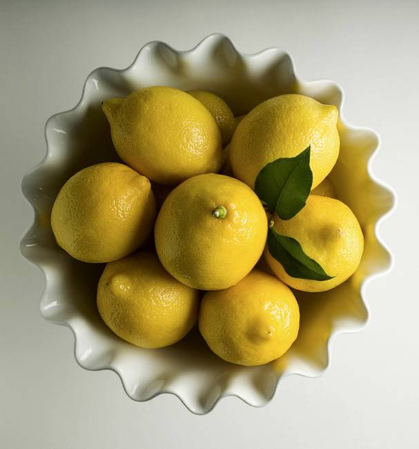 Dining Room Table Centerpiece Bowls Images Made Dining  : modern ideas table decorations lemons 5 from favefaves.com size 607 x 650 jpeg 31kB