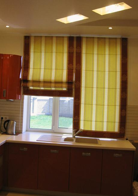 Roman shades for modern kitchens and bathroom decorating for Kitchen roman blinds contemporary