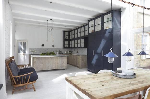 Neutral colors and rustic wood texture creating elegant - Cocinas con encanto ...