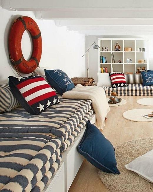 Modern interior decorating with blue stripes and nautical for Seashell bedroom decor