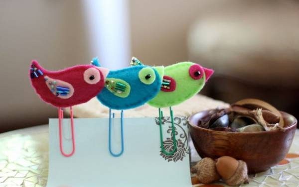 Pretty handmade paperclip bookmarks unique gifts and felt craft ideas