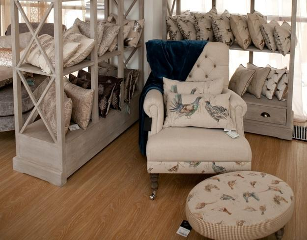 Classic english country style decor ideas and home furnishings for All home decor furniture