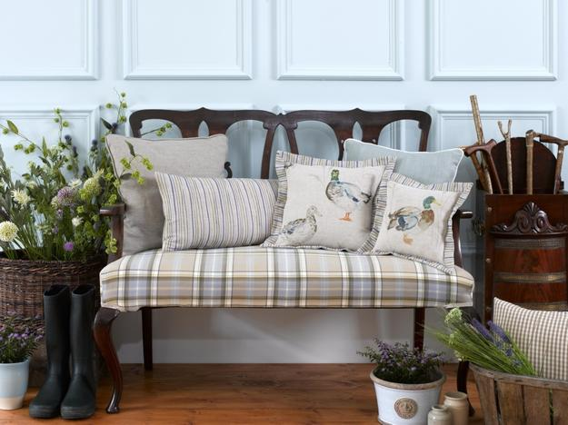 Classic english country style decor ideas and home furnishings for English country furniture