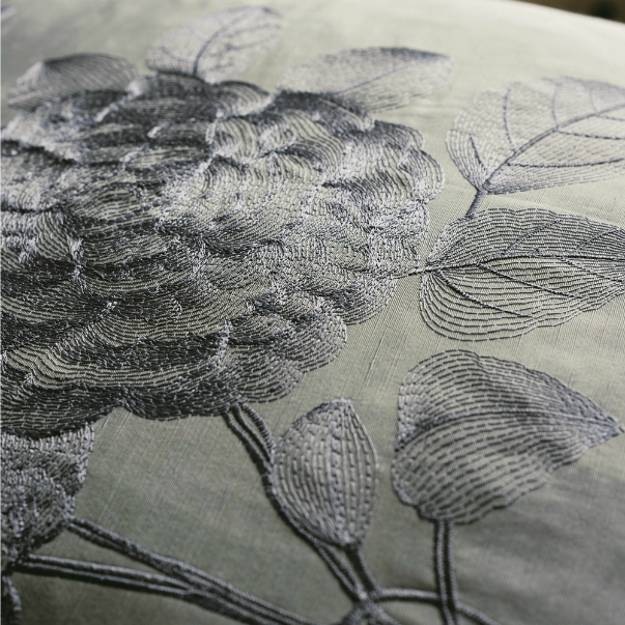 Stunning wallpaper and upholstery fabrics with modern for Modern home decor fabric