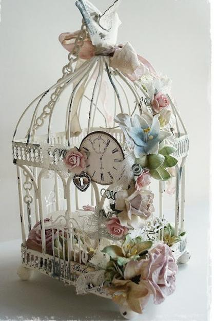 Unique vintage decor with beautiful flower arrangements and birdcages - Decoration cage oiseau ...