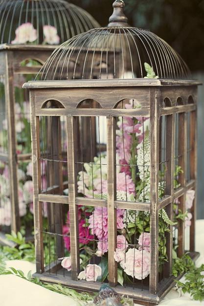 Unique Vintage Decor With Beautiful Flower Arrangements