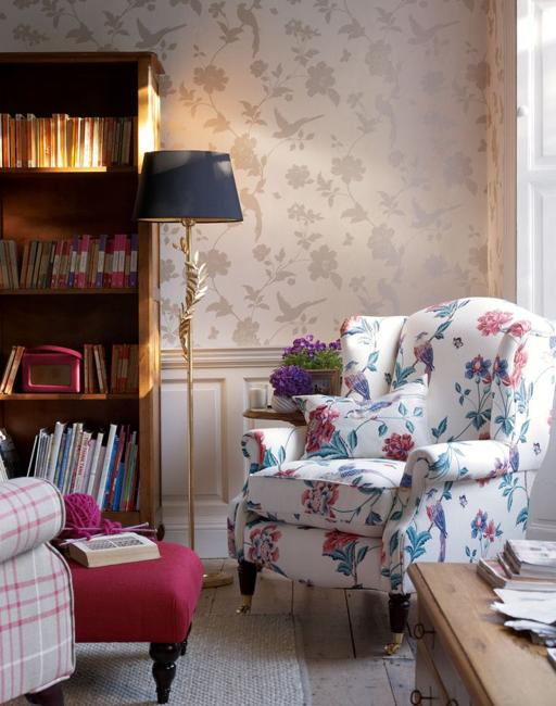 Fl Wallpaper In Neutral Color And Bright Upholstery Fabric With Turquoise Blue Pink Flower Designs