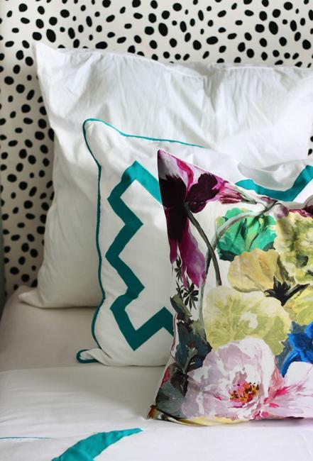 25 modern decor tips with flowers fabric prints and textiles for Modern home decor fabric prints