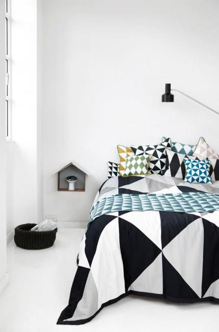 creating modern bedroom decor with geometric bedding sets. Black Bedroom Furniture Sets. Home Design Ideas