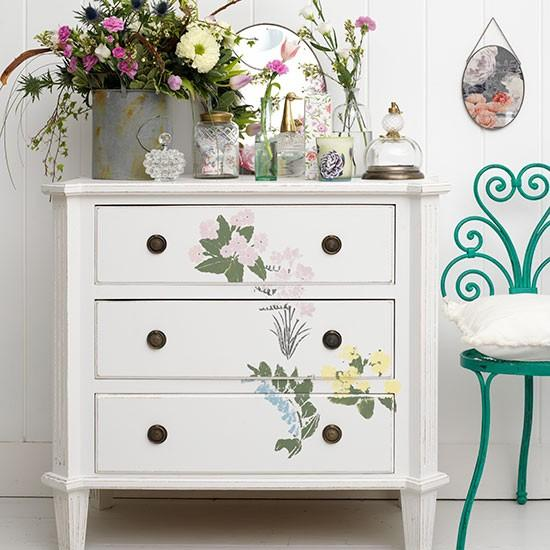 Inspiring furniture decoration ideas for beautiful chests for Painted tables decorating ideas