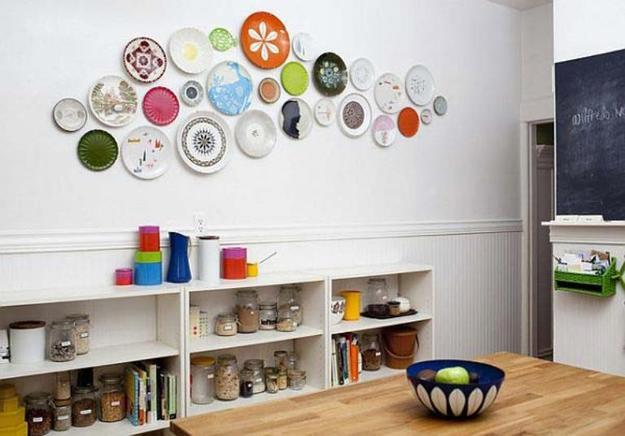 21 modern wall decor ideas using decorative plates - Decorating with plates in kitchen ...