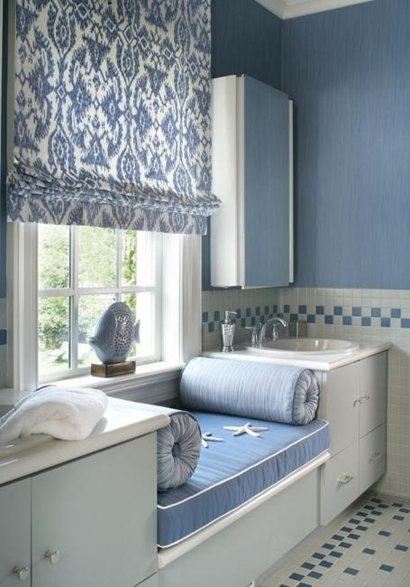 modern bathroom decorating with fabric roman shades