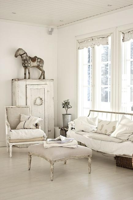 Beautiful flowers and shabby chic ideas for white living - White room decor ideas ...