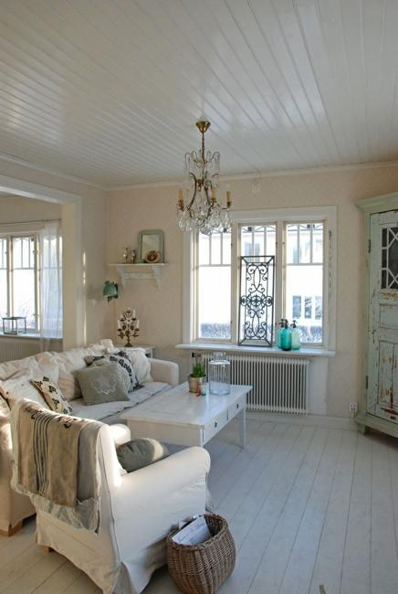 Beautiful flowers and shabby chic ideas for white living for Shabby chic decorating ideas living room