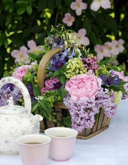 The art of table decor blooming summer table decoration ideas for Flower arrangements for parties