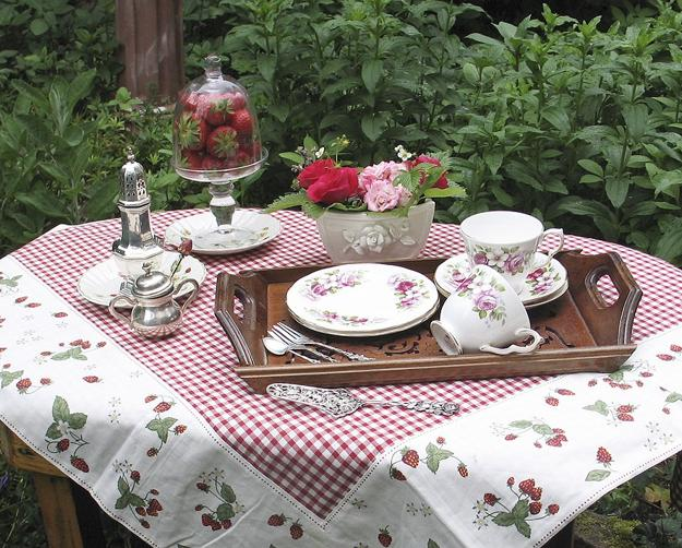 Beautiful Table Centerpieces And Table Decorations, Summer Decorating Ideas.  Beautiful Summer Tea Party ...