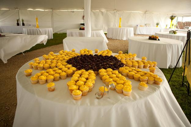 Posted 15.07.2015 by Decor4all & 30 Sunflowers Table Centerpieces Adding Sunny Yellow Color to Table ...