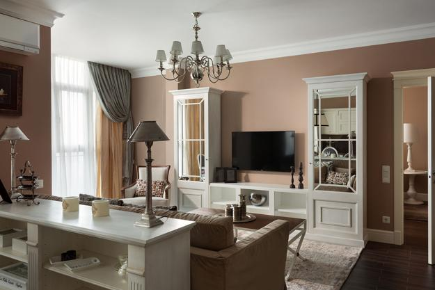 interior design ideas in eclectic style with classic furniture and room colors
