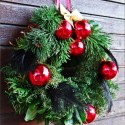 cheap ideas for christmas decorating, homemade christmas wreaths