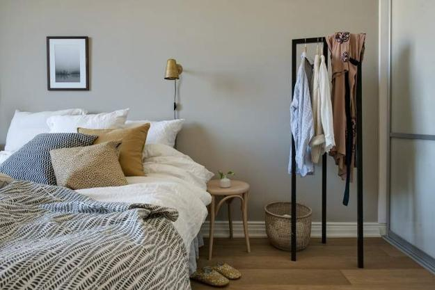 bedroom decor in neutral colors