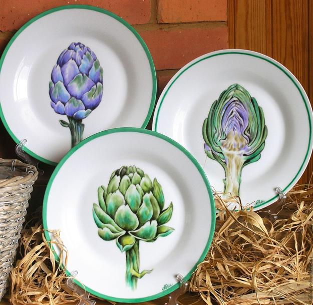 plates with artichokes