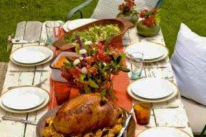 outdoor turkey table setting